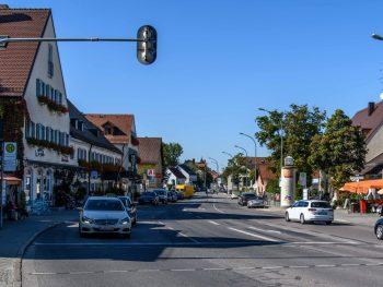 Geschäftsstraße mit alten Häusern