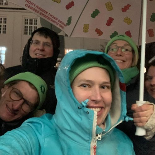 Auftakt des Haustürwahlkampfes trotz strömenden Regens mit (v.l.n.r) Paul Höcherl, Herwart Kiram, Dr. Hannah Gerstenkorn, Doris Kubista und Alexia Hollub