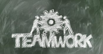 "Tafelbild mit Kreideschrift ""Teamwork"""
